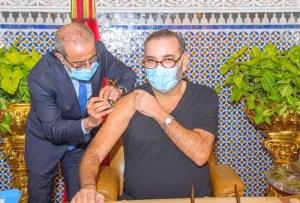 فرنسيون يشكرون الملك لتوفير التلقيح مجانًا لفائدة الأجانب المقيمين بالمغرب
