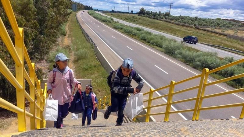 لوطوروت: توقف حركة السير بين تيفلت والخميسات لوضع ممر  للراجلين