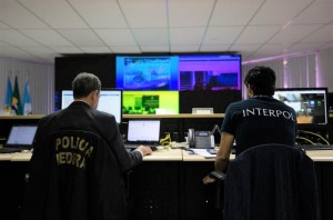 بدعم من المغرب.. الإنتربول يجري عمليات واسعة لمكافحة التهريب والاتجار بالمهاجرين