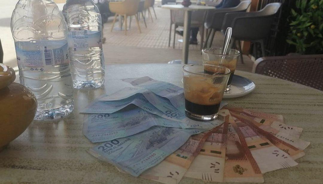 فيسبوكيون مغاربة يطلقون حملة تضامن لدعم شغيلة المقاهي (صورة)