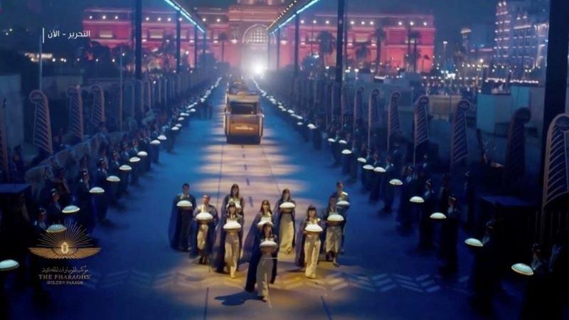 (فيديو) في مشهد تاريخي مهيب.. مصر تشد أنظار العالم بموكب المومياوات الملكية