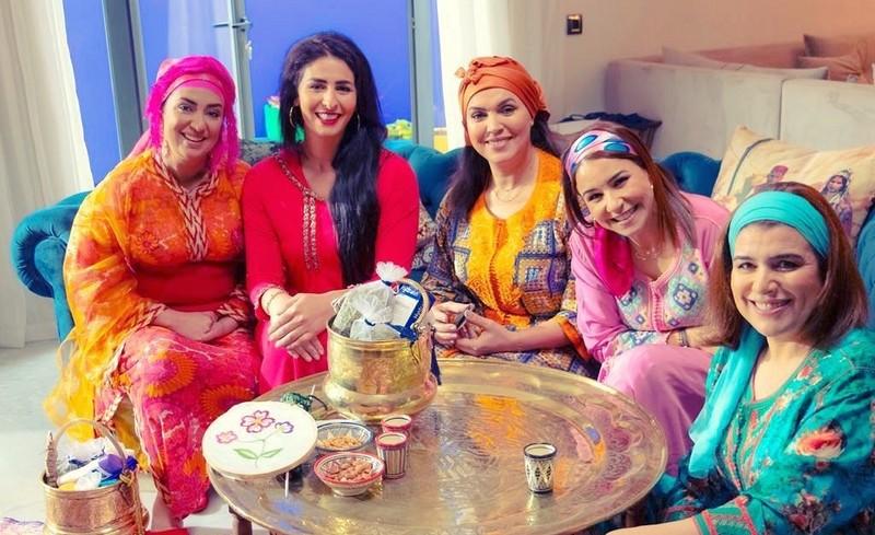 بالفيديو.. رقص جماعي لممثلات مغربيات يثير غضب مغاربة لخرق الطوارئ