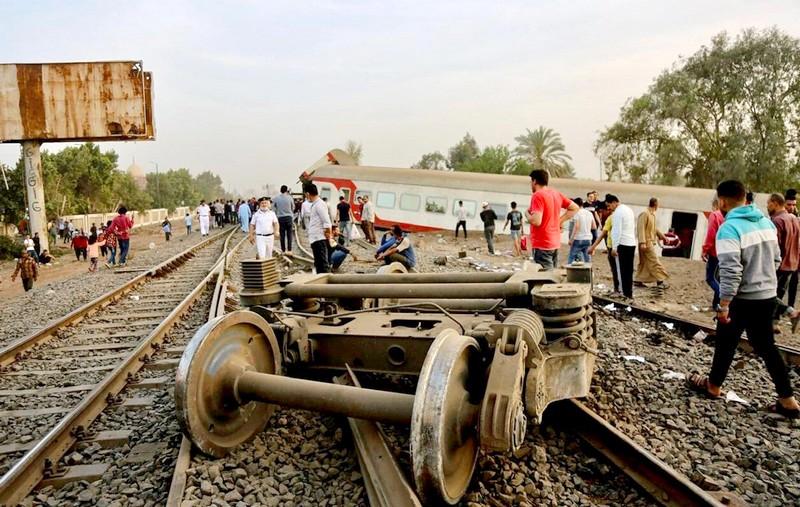 الثاني في شهر.. خروج قطار عن سكته يوقع عشرات القتلى والجرحى بمصر