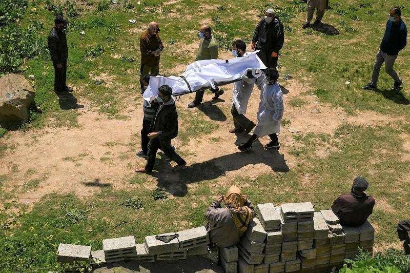 """محنة كورونا بالهند.. وصول أولى المساعدات والصحة العالمية: الوضع """"أكثر من مؤلم"""""""