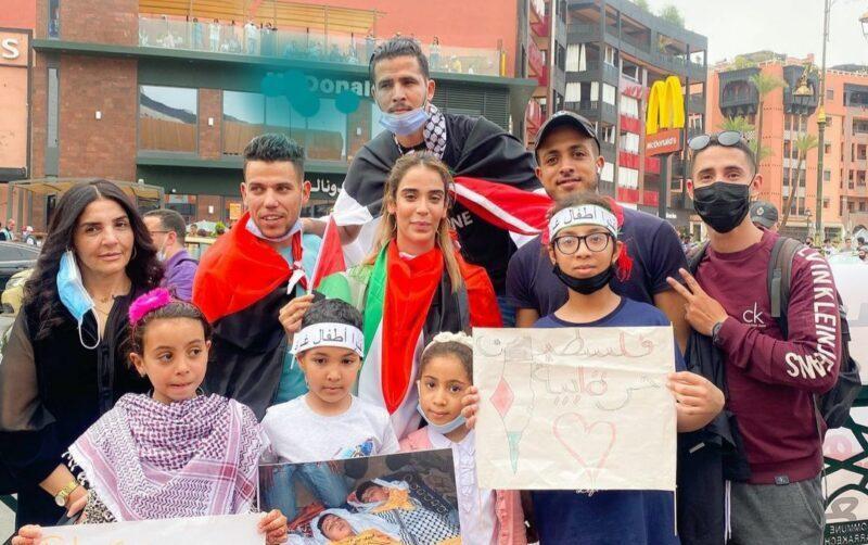 كريمة غيث تنضم للمتضامنين مع فلسطين رفقة الأطفال