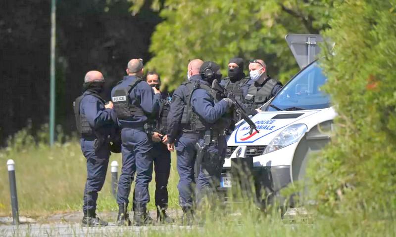 استنفار أمني في فرنسا. مروحيتان و210 عسكريين للبحث عن جندي مُدجّج بالسلاح