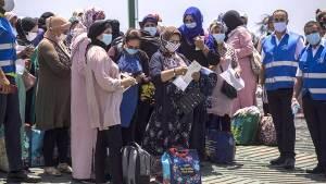 السلطات المغربية تعيد 170 عاملة موسمية بمزارع 'هويلفا' الإسبانية