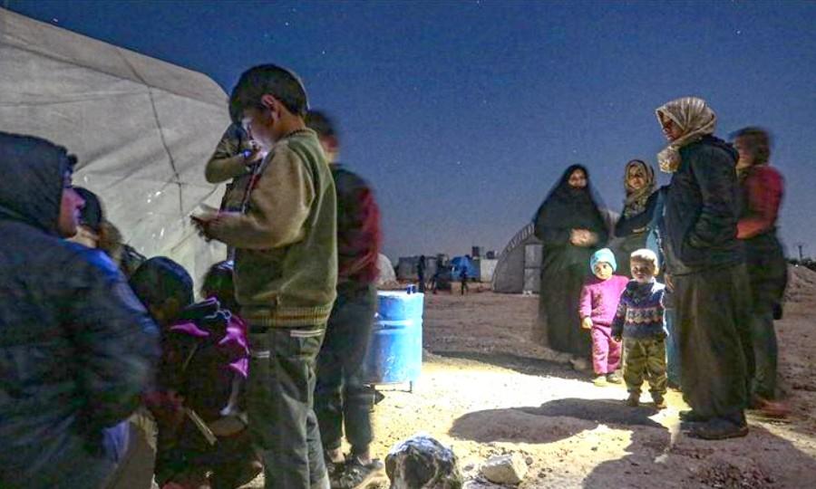 مصدر حقوقي: السلطات ستعيد قريباً عشرات المغربيات المحتجزات بمخيمي الروج والهول