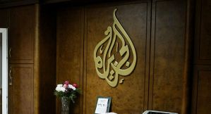 مؤامرة للتمرد على 'سعيد'.. أكرم خزام يكشف أسرار قصة إغلاق مكتب الجزيرة في تونس