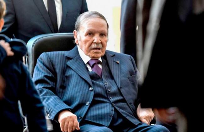 الجزائر تنكس الأعلام حدادا على وفاة الرئيس السابق عبد العزيز بوتفليقة