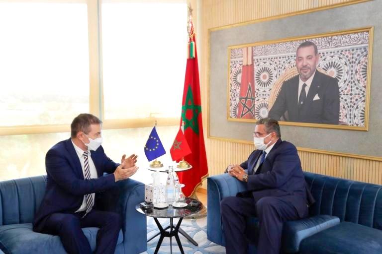 أخنوش يستقبل نائب رئيس الحزب الشعبي الأوروبي ويتلقى التهنئة لتصدر الانتخابات