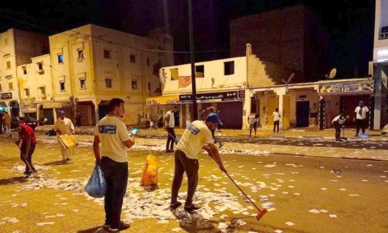 بالصور. شباب 'الأحرار' يبصمون على خطوة حضارية بتنظيف الشوارع من مخلفات الحملة