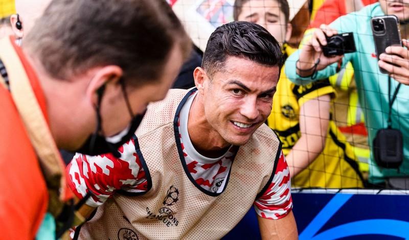 رونالدو يمضي للاعتزالوبدء مسيرته في عالم التدريب مع اليونايتد