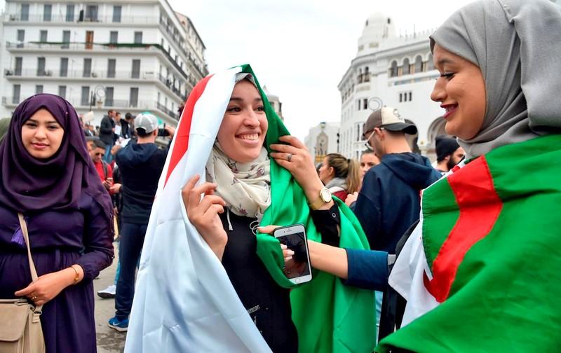 مسؤول فرنسي يثير غضبًا بالجارة المغاربية: الجزائريات مثيرات.. الآن لم يعدن كذلك لأنهن محجبات