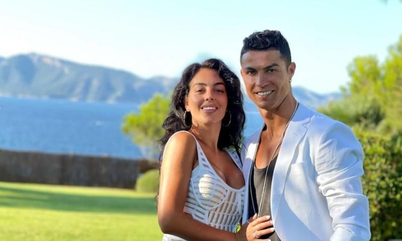 مراكش تستقبل كريستيانو وأصدقائه في افتتاح رسمي لأفخم فنادقه بالمغرب