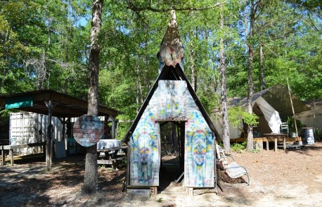 The grounds of Doo-Nanny, artist Butch Anthony's annual festival. (Anne Kristoff/Alabama NewsCenter)