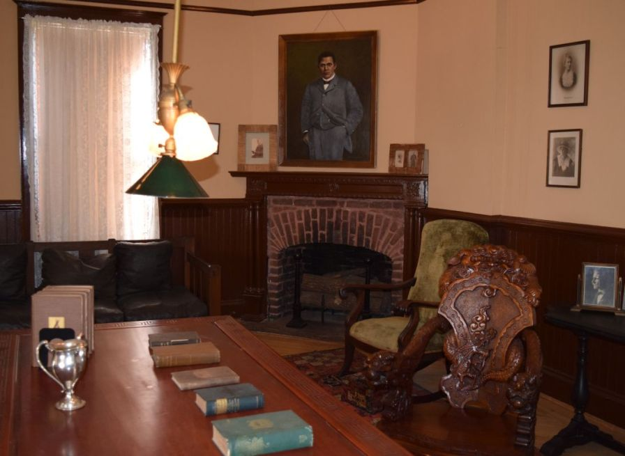 The green chair in Washington's office belonged to Abraham Lincoln. (Donna Cope/Alabama NewsCenter)