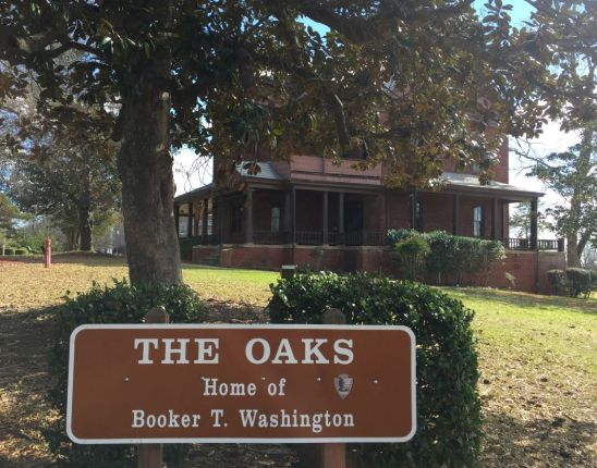 The Oaks is surrounded by trees. (Donna Cope/Alabama NewsCenter)