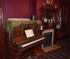 Washington's daughter, Portia, played piano. (Donna Cope/Alabama NewsCenter)
