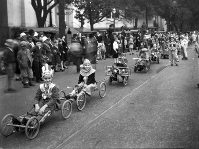 A 1927 Christmas parade in Mobile. (From Encyclopedia of Alabama, courtesy of the Doy Leale McCall Rare Book and Manuscript Library)