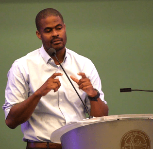 Dr. Amen Ra Mashariki, head of urban analytics and Harvard Kennedy School of Government fellow, addresses the Smart Cities Readiness Workshop at Birmingham CrossPlex. (Dennis Washington / Alabama NewsCenter)