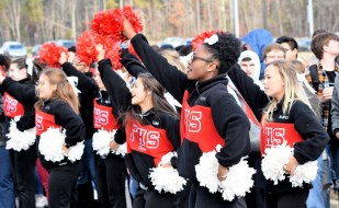 Thompson High School cheerleaders help send off the school's football team to the state championship game. (Solomon Crenshaw Jr./Alabama NewsCenter)