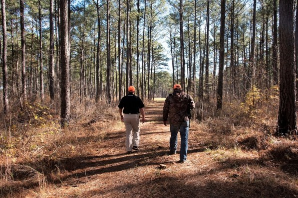 Outfitter Steve Maxwell leads a hunter on the Master Rack Lodge hunting grounds. (Brittany Faush/Alabama NewsCenter)