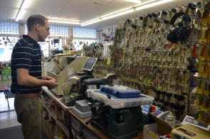 Jeff Young makes a key for a customer. (Melissa Johnson Warnke/Alabama Retail Association)