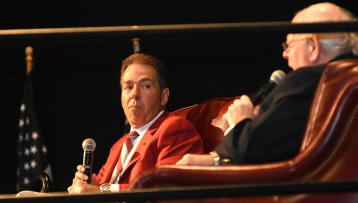 Alabama Crimson Tide announcer Eli Gold speaks at a question-and-answer session with Tide Coach Nick Saban. (Solomon Crenshaw Jr./Alabama NewsCenter)