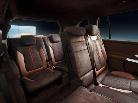 """The seats, fittings and door panels of the Concept GLB are partially lined in nappa and nubuk leather, the predominant color tone being """"chestnut brown"""". The wood trim elements on the dashboard and center console are open-pore walnut. The walnut panels have a chiselled honeycomb pattern that fades out towards the edges. The basic architecture of the dashboard corresponds to that of the B-Class, with a widescreen cockpit facing the driver and functions and displays controlled via the Mercedes-Benz User Experience – MBUX. (Mercedes-Benz)"""