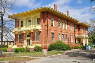 The Eufaula Pilgrimage features a number of classic Alabama structures such as Carnegie Library. (contributed)