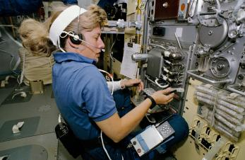 Astronaut Jan Davis, mission specialist, talks to ground controllers as she works with the Free Flow Electrophoresis Unit (FFEU) in the science module of the Earth-orbiting space shuttle Endeavour, Sept. 12-20, 1992. (NASA)