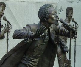 Detail of bronze statue of Eddie Kendrick at Eddie Kendrick Memorial Park. (Photograph by Rob Collins, Bhamwiki)