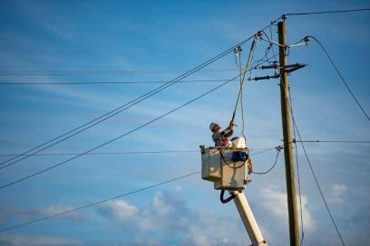 Alabama Power crews have worked around the clock since storms passed through the state Saturday, knocking out power to more than 202,000 customers. (Phil Free / Alabama NewsCenter)