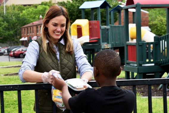 Nourish Foods co-owner Mary Drennen doles out a meal and snacks at Southtown public housing community on Birmingham's Southside. (Solomon Crenshaw Jr./Alabama NewsCenter)