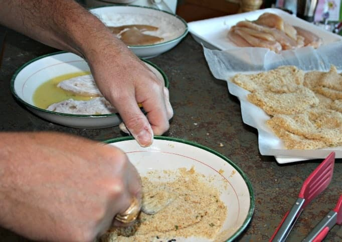 preparation for the chicken cutlets