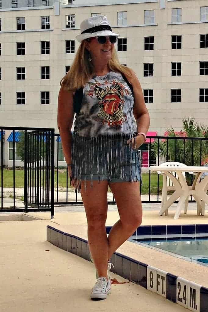F21 Rolling stones t shirt and Old navy denim shorts. Fedora and converse
