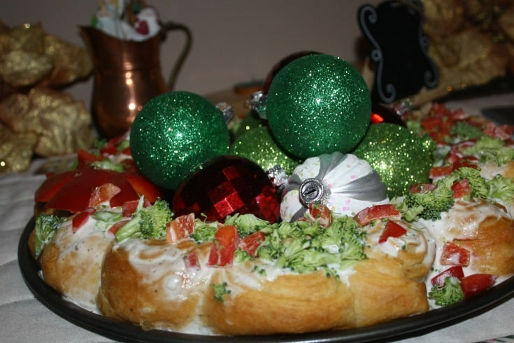 Easy Christmas Croissant wreath with red peppers and broccoli