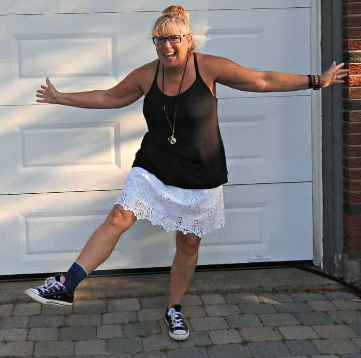 joe fresh lace skirt and a tank with converse and my konifer sunglasses