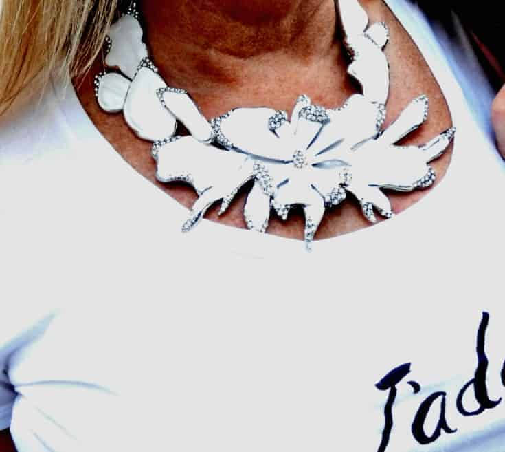 7 charming sisters white enamel floral necklace