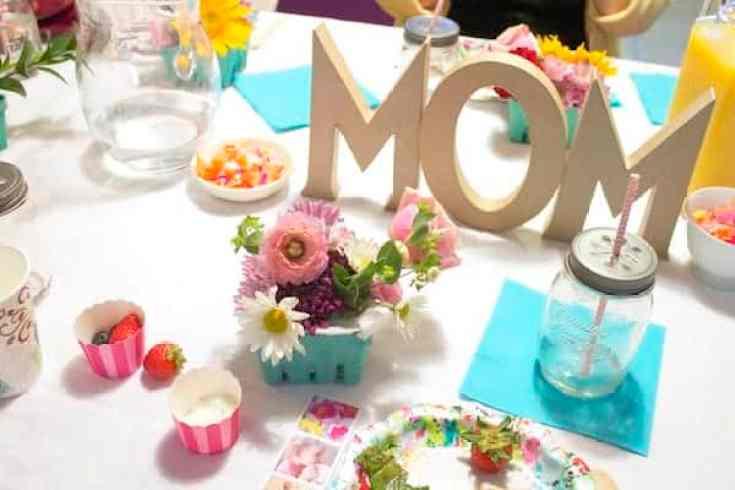 moms tablescape