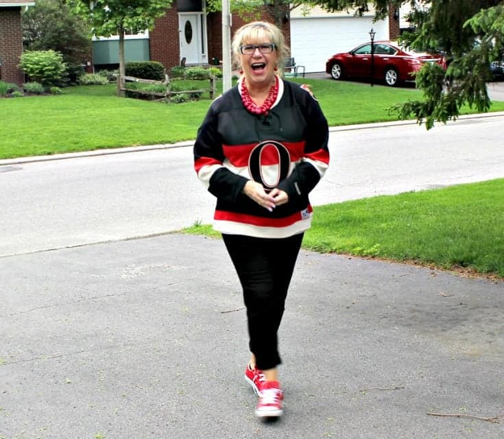 Ottawa Senators Jersey with black pants and red converse 8