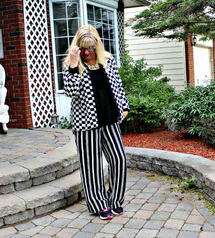 Checkes and Stripes in a flowy outfit with Neon Nike sneakers and a fun yosa necklace 9