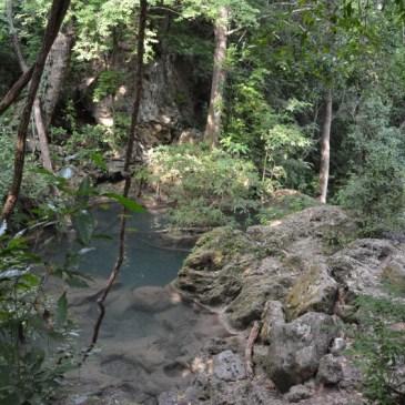 Art. 12 – Erawan Waterfalls et la maison flottante