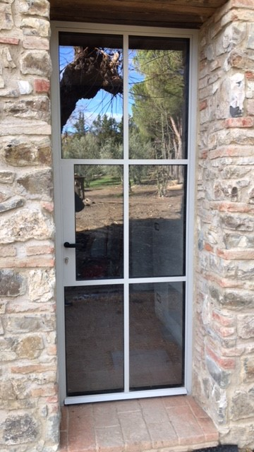 Porta in Acciaio, profili minimal, con tasca per serratura, completi di verniciatura a polvere epossidica