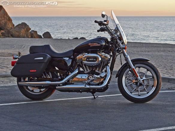 HD Superlow rider 2014. Le succès des Harley vient d'un élément simple : voici des motos que l'on peut sentir vivre !