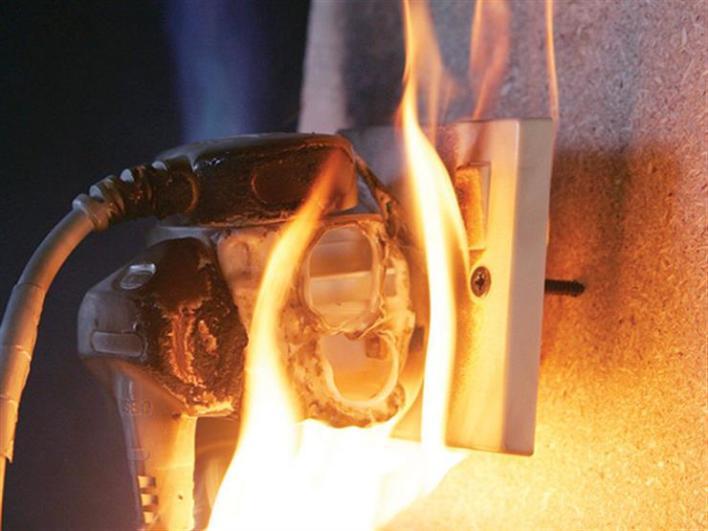 مخاطر استخدام الكهرباء في المنازل