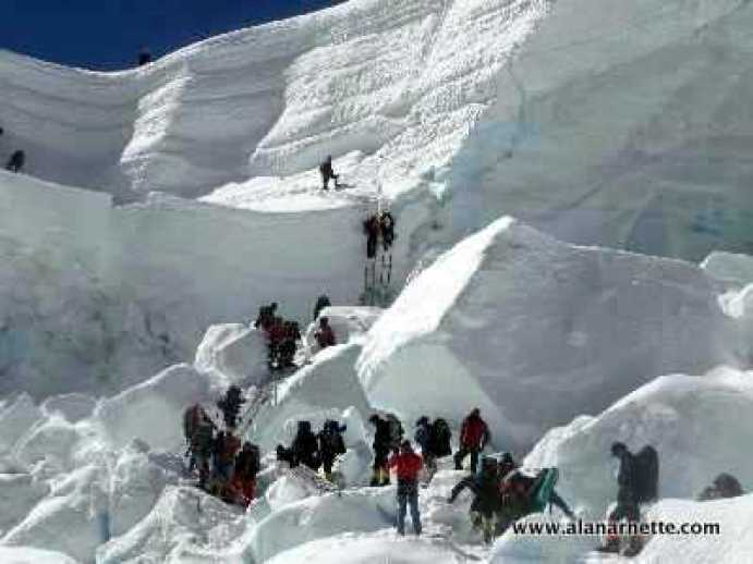 Crowds in the Khumbu Icefall in 2008