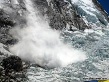An avalanche off the West Shoulder of Everest onto the Khumbu Icefall in 2008.