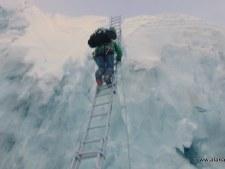 Kami n the Khumbu Icefall 2016
